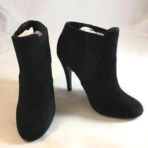 Steve Madden Arbor Black Short Bootie Size 6M